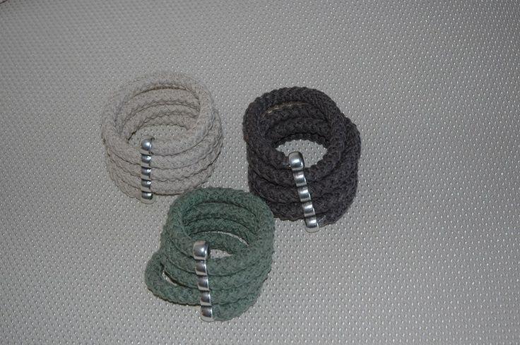 Βραχιόλια Με Πλεγμένο Βαμβακερό Κορδόνι 1 cm σε Μεταλλικό Στοιχείο.