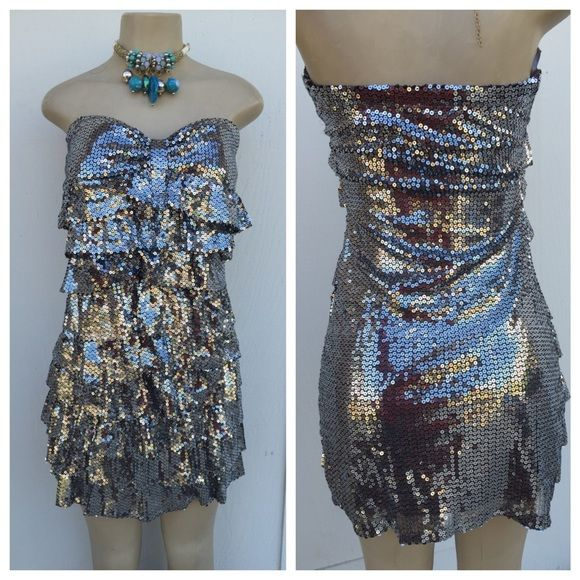 Sequins dress - perfect for night out Beautiful sequins dress for holidays or a night out . Also bailable know black in another listing . No sequins missing . Dresses Strapless
