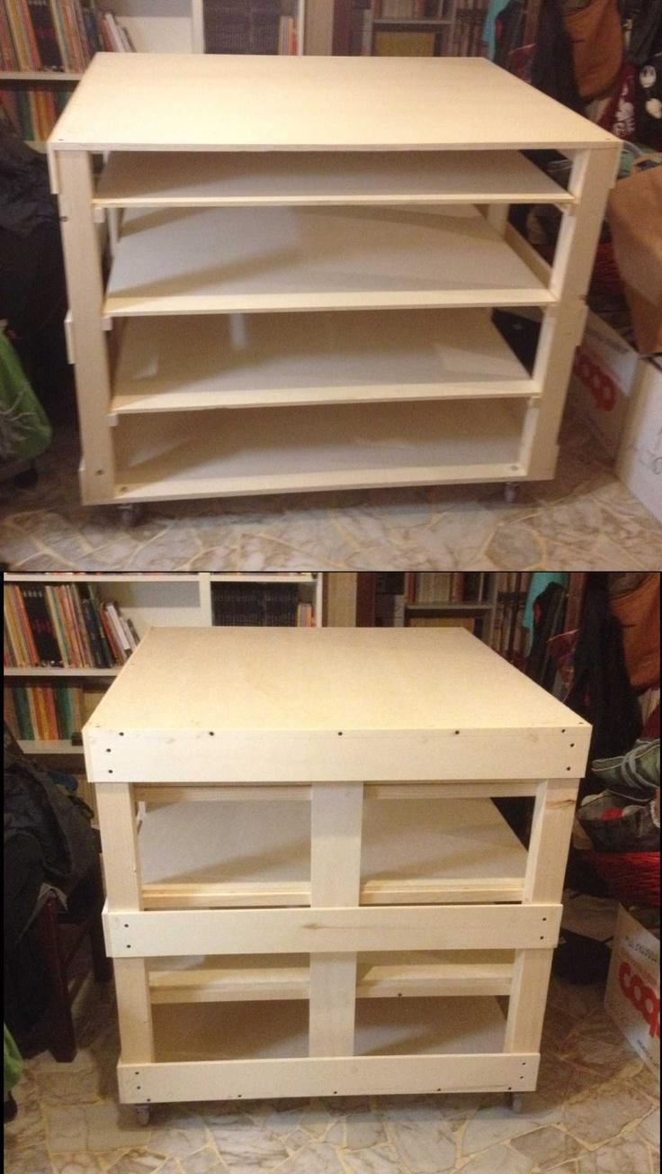 tavolo da lavoro/disegno/porta stencils. 114 x 93 x 96h con 3 ripiani estraibili 80 x 100.  progetto 1 ora, realizzazione 2,5 ore, euro 154 di legno.  sono molto soddisfatto.