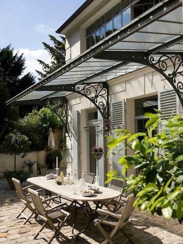 Really nice overhead awning.