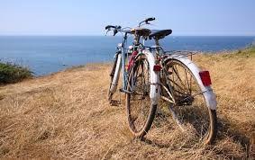 Resultado de imagen para fotos de parejas en bicicleta