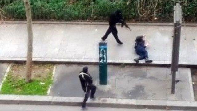 """Atentado terrorista a la revista de humor francesa CHARLIE HEBDO. """"Yo no soy Charlie; yo soy Ahmed, el policía que murió. Charlie ridiculizó mi fe y mi cultura, y yo morí defendiendo su derecho a hacerlo."""" El oficial de policía al que Jahjah alude recibió un disparo cuando los agresores huían de la sede de la revista."""