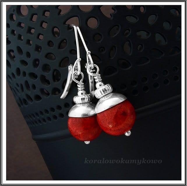 Kolczyki z kul pięknego koralowca ze Skarbów Natury  i jasnego srebra.  Do niego…