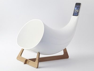 Super-retro way to play music from your iPhone. Yodel-ay-hee-hoo!