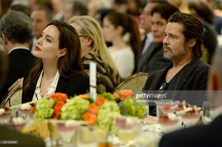 Actors Angelina Jolie (L) and Brad Pitt attend the 15th Annual AFI Awards…