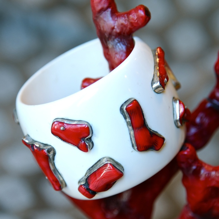 Coral and sterling bangle: Jewelry Bangles Bracelets, Sterling Bangles Oh, Bangles Bracelets Braccialetti, Sterling Bangle Oh, Sterling Bangleoh, Bangle Bracelets, Bangles Inspiration