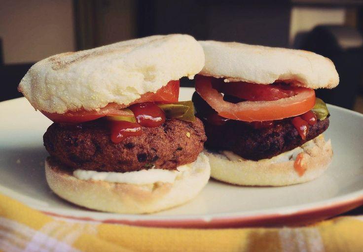 Mini-hamburgeri vegani cu chiftelute din linte si naut ❤️