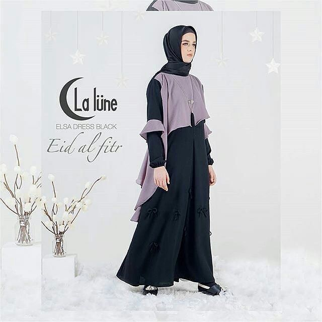 #Elsa dress Harga 415.000 Pilihan warna : hitam mix grey & caramel mix black ( 2 pilihan warna )  Lingkar dada : 105 cm Panjang : 140 cm  All size fit to L  Material : wollycreep mix bubble ( HQ ) Detail : tidak busuy friendly & terdapat variasi pita pada bagian bawah dress Status : ready tgl 16  #Dress #EidAlFitr1438HbyLalune #AranaHijab http://misstagram.com/ipost/1538273499072051831/?code=BVZC5jnljp3