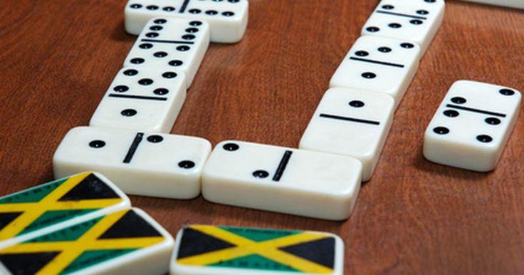 Juegos de multiplicación para estudiantes de tercer grado. Tanto los maestros como los estudiantes perciben a menudo la memorización de las tablas de multiplicación como un proceso lento y frustrante. Antes de gastar tiempo en tareas aburridas o la repetición en papel, prueba utilizar juegos, que harán el proceso ágil y entretenido. Los juegos de multiplicación ofrecen una forma más eficaz de aprender. ...