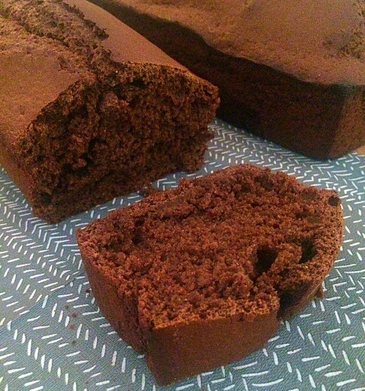 Suikervrije Ontbijtkoek Ingrediënten 250 gram roggemeel 200 gram melk 1 ei 100 gram honing 2 eetlepels appelstroop 2 theelepels baking soda snufje zout 2 eetlepels koekkruiden Bereiding Verwarm de oven voor op 175 graden. Vet een cakevorm in met roomboter (ik gebruik een vorm van 21 cm) Schenk in een ruime kom de melk, het ei, de honing, de appelstroop en de koekkruiden. Mix het met een mixer op de middelste stand. Voeg nu lepel voor lepel de roggemeel toe en als laatste het zout en de…