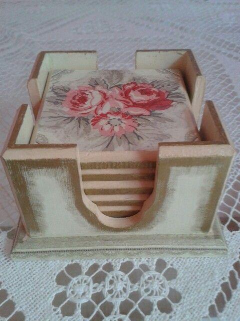 ♡DİLEK's aRtelier♡pembe-gri-beyaz gül desenli peçete dekupaj uygulanmış,parmak yaldız boya ile eskitilmiş,romantik 6'lı bardak altlığı takımı♡ (50 tl.)