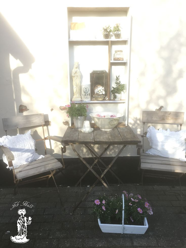A romantic shabby chic place in my garden