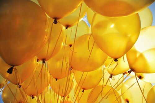 Image de yellow, balloons, and aesthetic