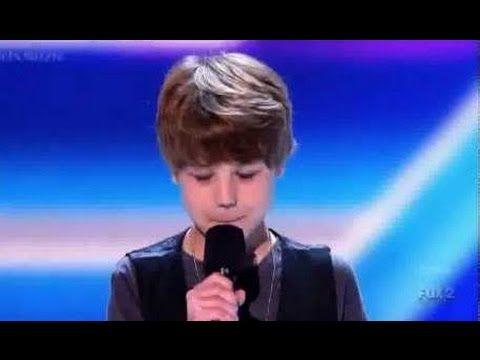 Este niño de 11 años tiene una voz increíble! Todo el mundo se sorprendió.
