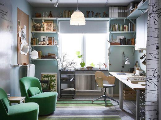Ufficio in casa con soluzioni per organizzare e un angolo per le riunioni - IKEA