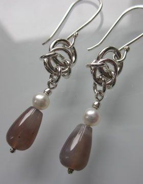 Earrings with agathes and saltwater pearls