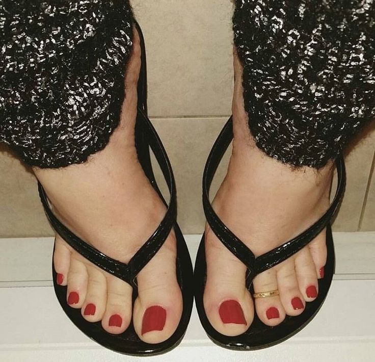 Are Sexy toes black flip flops