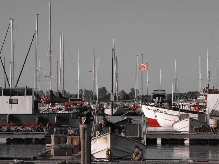 Getting ready to go to work In Gimli harbour