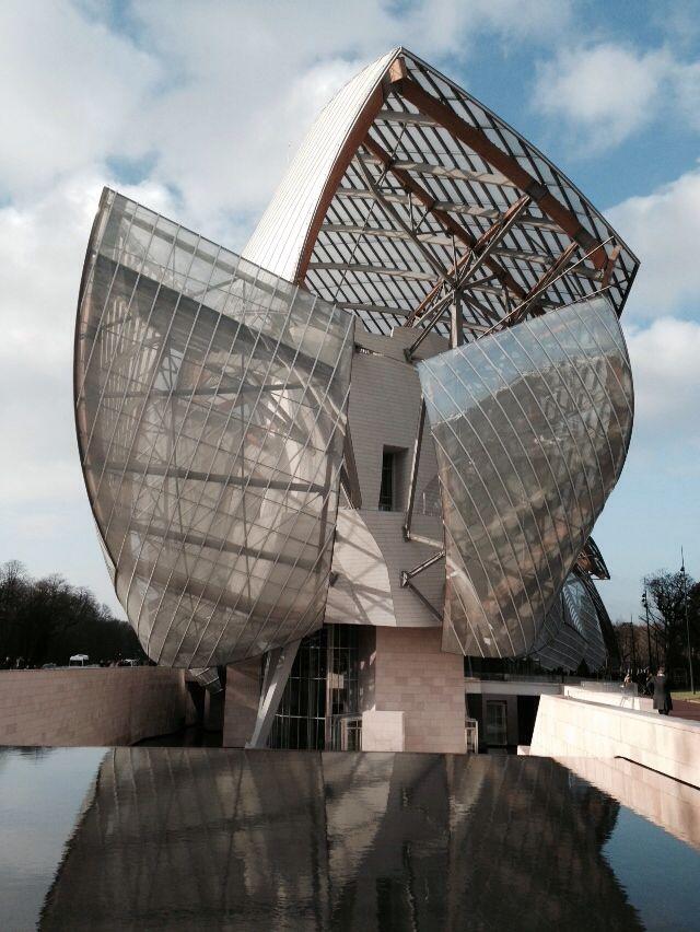Façade-Franck Gehry