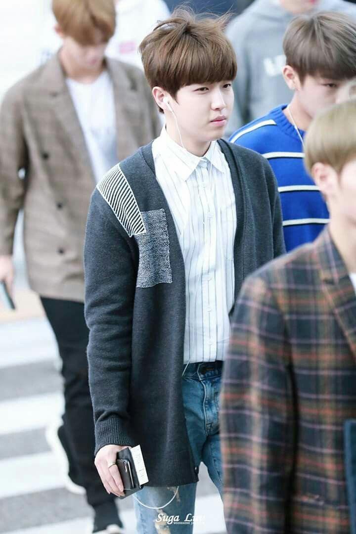 [HQ] 171012 Kim Jaehwan at ICN Airport Cr.on pic