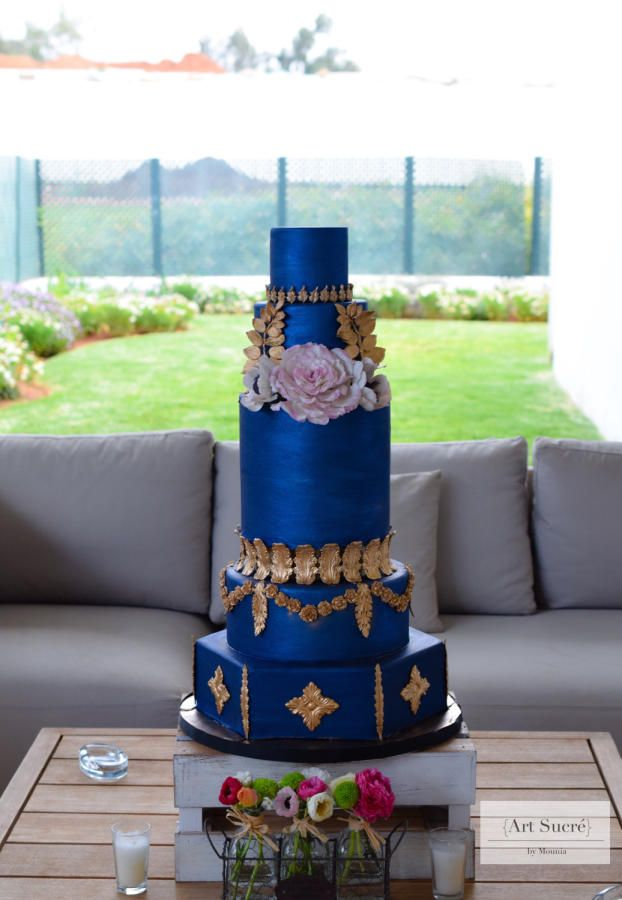 Royal blue baroque inspiration by Mounia - http://cakesdecor.com/cakes/236581-royal-blue-baroque-inspiration