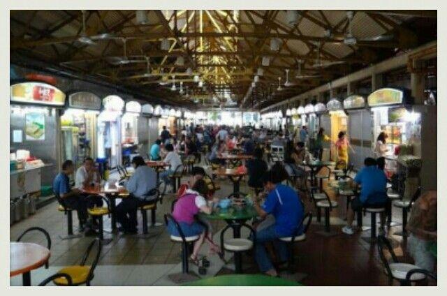 Maxwell hawker center, disini lebih dari 100 kios.. disini terdapat berbagai makanan dan juga makan khas sungapore.. turis dan penduduk singapore banyak mendatangi tempat ini... kapan lagikan kita bisa mencoba semua makanan disini.. #SGTravelBuddy