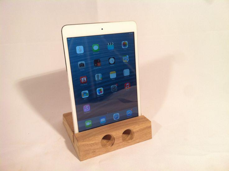Suporte para ipad mini ou tablet com saída de som. Feita com madeira canela.