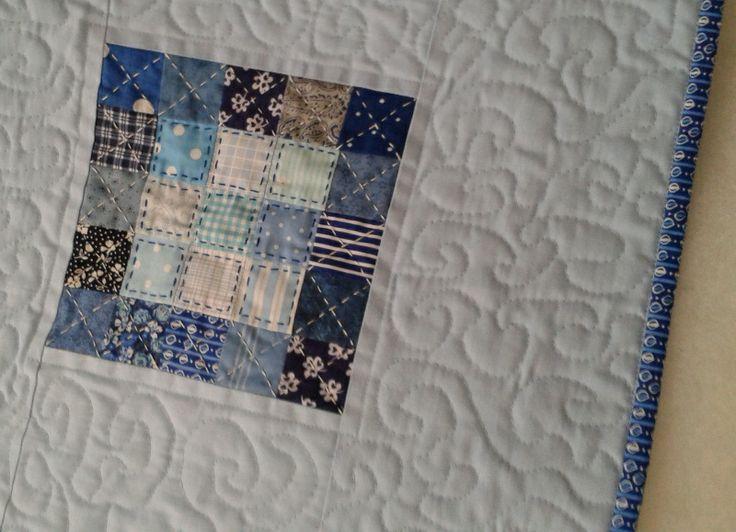 Modrý obrus - odtiene, vzory vmodrej - voľné quiltovanie - ručné prešívanie - materiál 100% bavlna - rozmer 45 x 45 cm