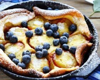 Clafoutis aux prunes allégé à la poêle : http://www.fourchette-et-bikini.fr/recettes/recettes-minceur/clafoutis-aux-prunes-allege-a-la-poele.html