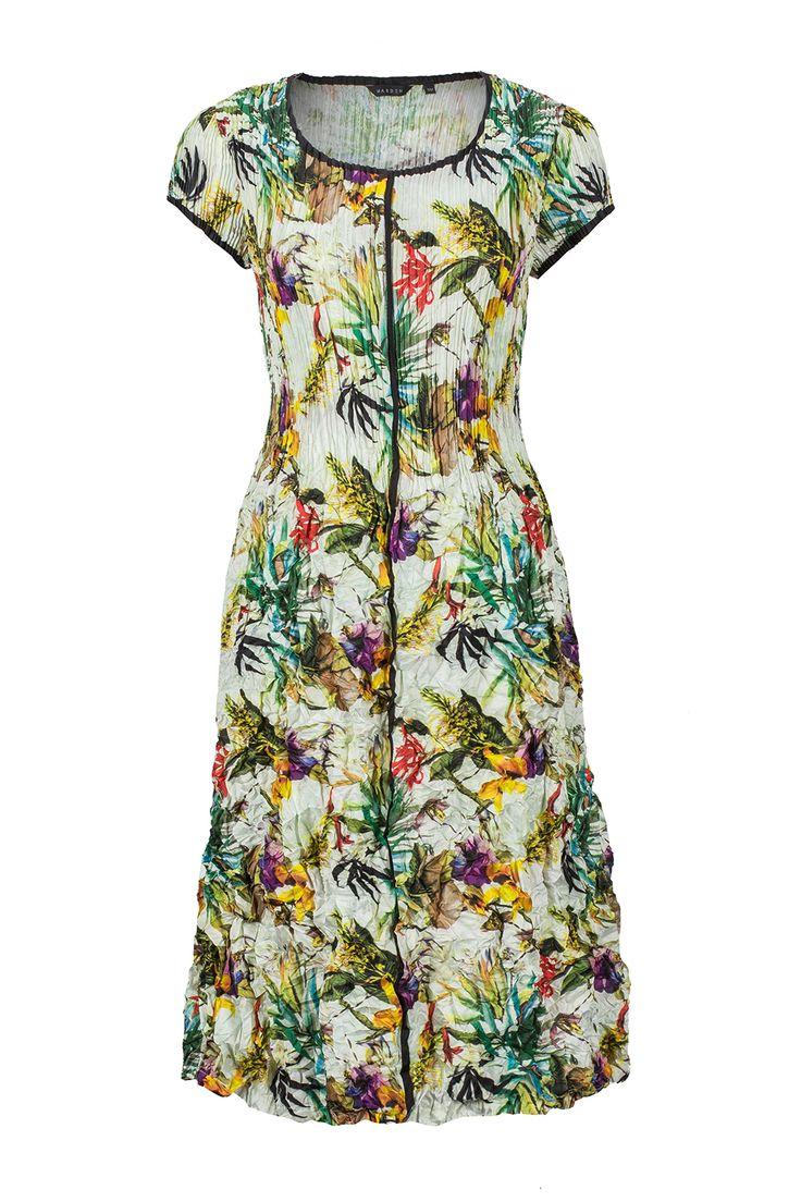 Tropical flowers, hawaiian moods #fashion #style #flowers #dress #shibori #pleat #hawaii