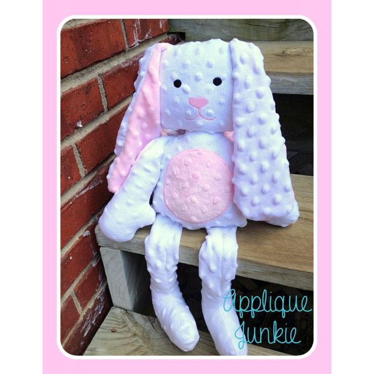 Simple Bunny Plushie ITH Project / Applique junkie