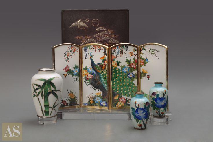 """Изысканный Китай от галереи """"Евразия"""" (http://www.eurasia-gallery.ru/) Японское искусство бесконечно и разнообразно. Как Мировой Океан, полный причудливых обитателей. Каких-то мы знаем очень хорошо и успели привыкнуть к ним, какие-то выглядят пришельцами с другой планеты. Странными, но в то же время притягательными. Милыми и дивными, ослепительными и экстравагантными."""