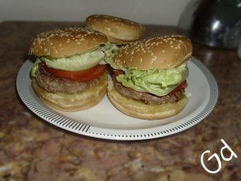 Se vi piacciono gli hamburger del fast food amerete quelli fatti in casa, buonissimi e facili da preparare, sono un'idea per una cena veloce...