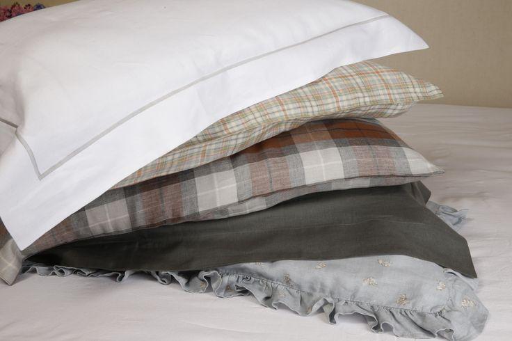 Oltre 25 fantastiche idee su camera da letto grigio bianco - Letto all americana ...