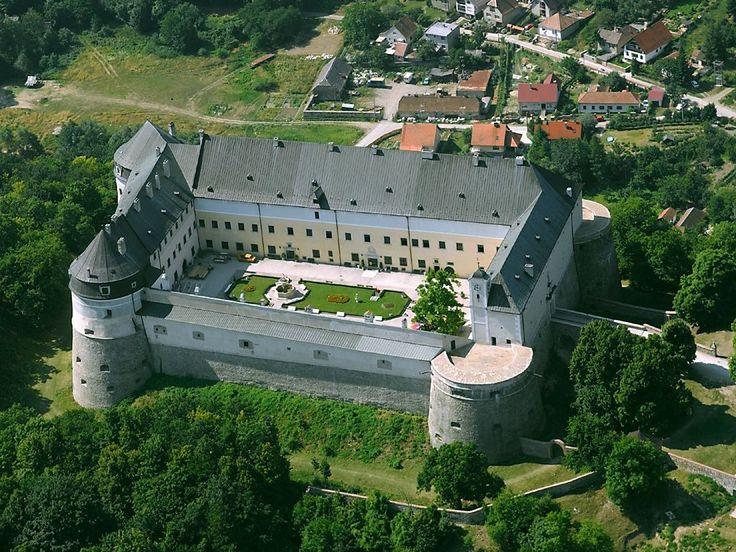 Cerveny kamen (Red Stone Castle) | Slovakia