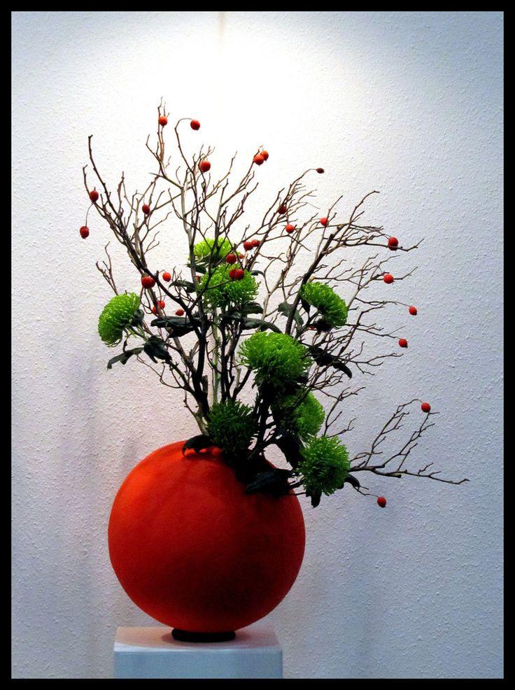 this ikebana arrangement looks winterfestive