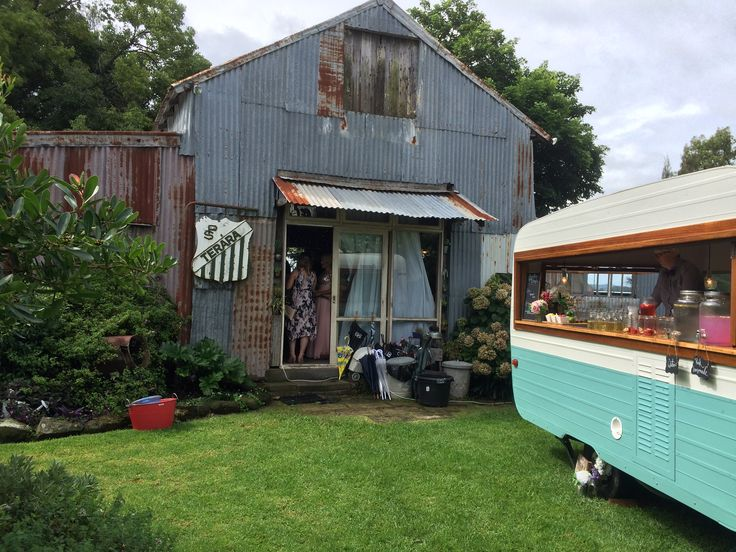 Bobby Franklin Vintage Caravan Bar at Driftwood Shed Terara. #vintagecaravanbar #driftwoodshed #caravanbar #rusticwedding #vintagewedding
