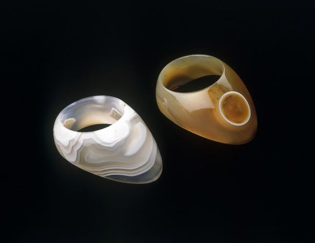17th century Moghul thumb rings of this type were originally used in archery as a way of releasing the bowstring accurately without injuring the hand. They were made from various hardstones, including agate and jade.
