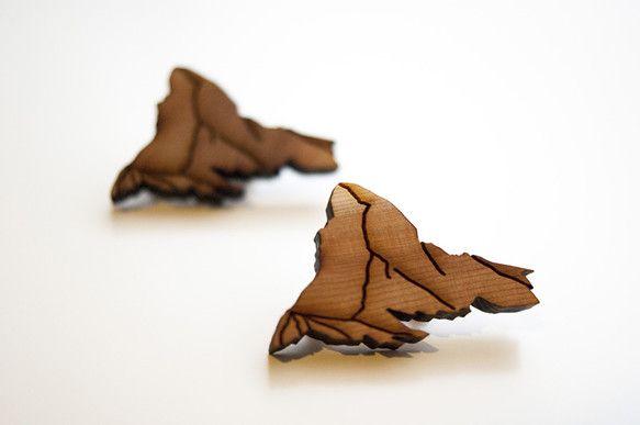 木材をレーザーカットしてマッターホルンを型取ったブローチです。小さめでかわいい。写真には2つ写っていますが、ひとつの価格です。【素材】木(5mm)【サイズ】4...|ハンドメイド、手作り、手仕事品の通販・販売・購入ならCreema。