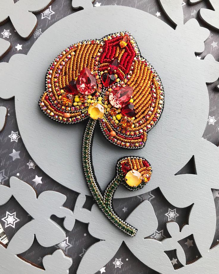 Вот такой крупный яркий цветок получился 〰 ПРОДАНО〰 Орхидея | Размер в крайних точках: 11 х 6.8 см. Кристаллы и жемчуг - Swarovski, канитель, японский и чешский бисер, стразовая лента, фетр 〰〰〰〰〰 #брошьручнойработы #вышитаяброшь #орхидея #брошьзвезда #брошьмесяц #брошьгранат #брошьвишня #брошьбокал #брошьорхидея #брошьлотос #брошькекс #сваровски #handmade #cranebrooch #брошьцветок #embroidery #embroiderybrooch #brooch #embroideryart #birdbrooch #swarovski #брошь
