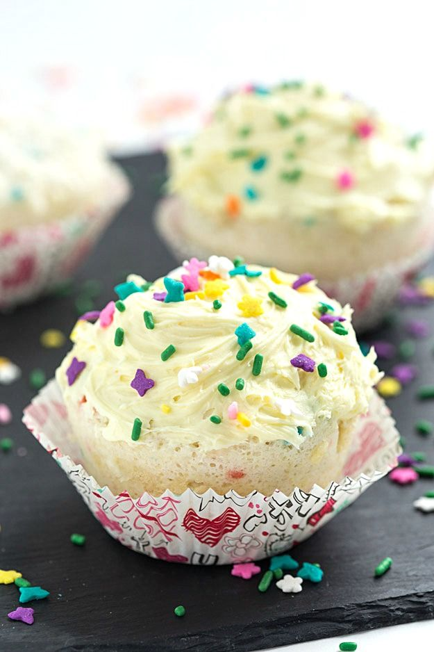 Easy 1-Minute Funfetti Mug Cupcake – Why bake a tray of cupcakes when you can make a mug cupcake in the microwave in only 1-minute? So easy and delicious when you make it with your loved one!