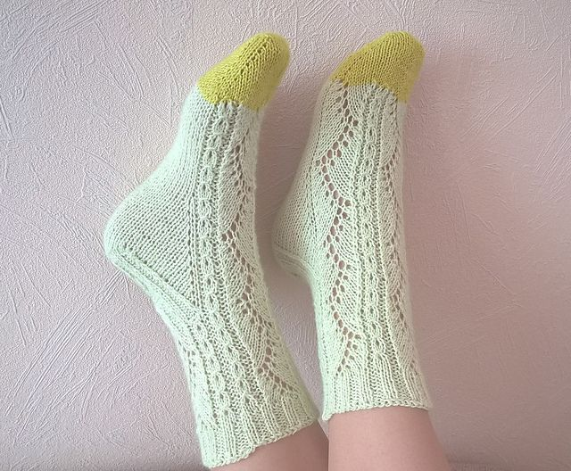HiyaHiya Flower Lace Socks (Toe Up) Knitted by glupitochek (Ravelry Name)
