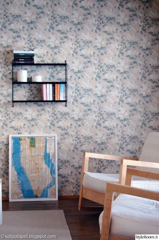 Värikäs tapetti ei aina tarkoita räikeää, kuten tämä herkkä tapetti osoittaa.  #styleroom #inspiroivakoti #wall #livingroom #tapetti Täällä asuu: Kotipalapeli
