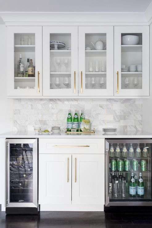 Best This White Butlers Pantry With Shaker Cabinets Displays 400 x 300