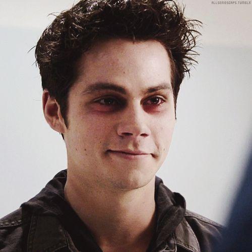 Mesmo pensando que ele estava cansado, Clark abriu um sorriso reconfortante.