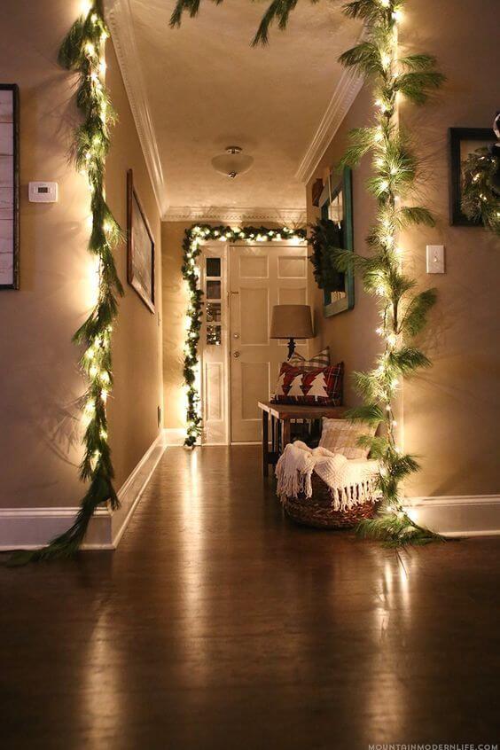 عکس استفاده از ریسه های نوری در طراحی قسمت ورودی خانه