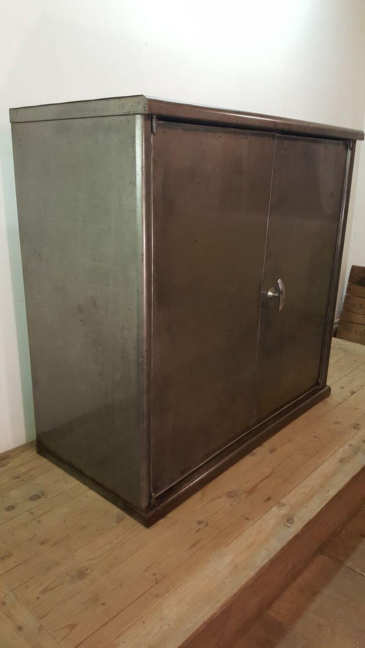 les 49 meilleures images du tableau armoire industrielle. Black Bedroom Furniture Sets. Home Design Ideas