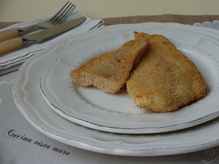 Le cotolette di pesce al forno sono gustose e delicate: accompagnate dall'insalata o dal purè di patate sono l'alternativa alle solite cotolette di pollo!