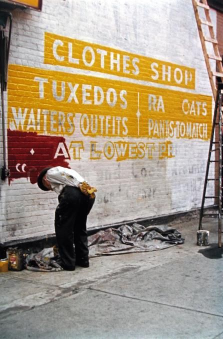 Sign Painter, 1954 / photograph by Saul Leiter
