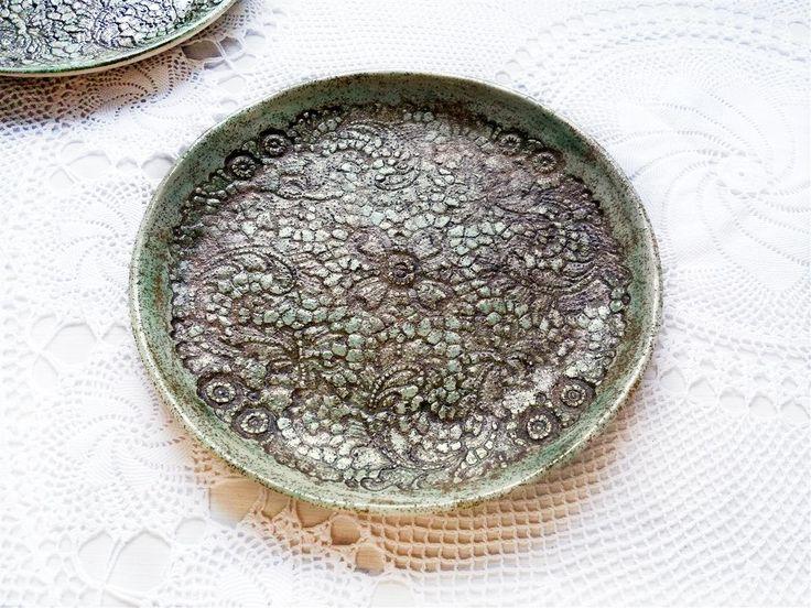 grüne rustikale Teller, Kunst Keramik Teller, Frühstück Teller Set, grüne Dessert Schalen, 2er Set, Wohndekor Geschenk, Keramik Tisch Deko von ceralonata auf Etsy